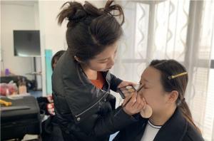 学化妆怎么选择化妆学校?